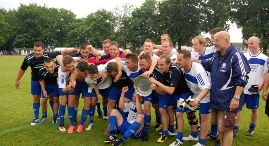 Blau-Weiß 50 Baabe feiert Meisterschaft in der Kreisoberliga 2012 und Aufstieg in die Landesklasse