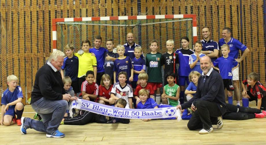 Gerd Kische zu Besuch bei Blau-Weiß 50 Baabe