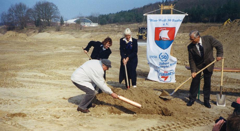 14.04.2003: Startschuss zum Umbau des alten Stadions zur Errichtung einer Kampfbahn Typ C mit Tribüne, Laufbahn und Nebenanlagen.