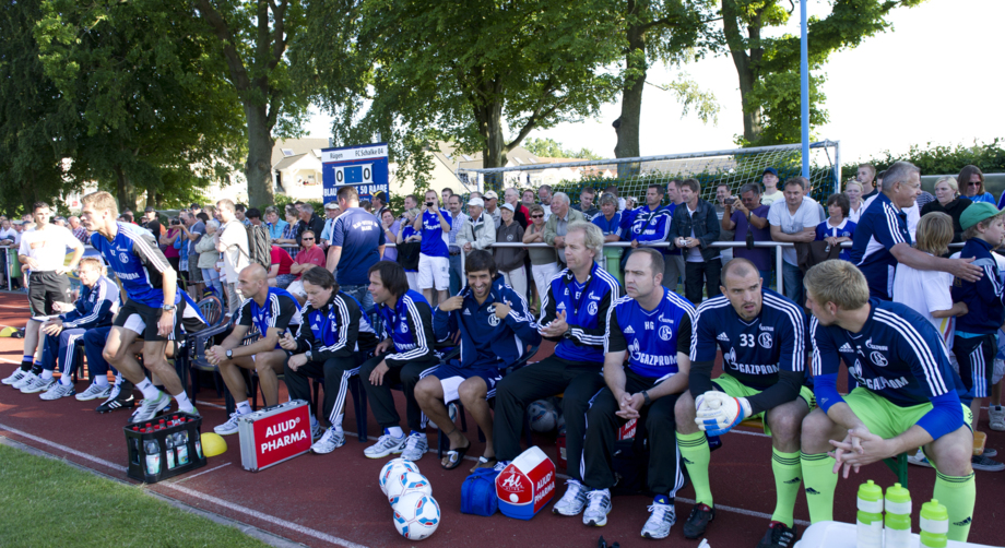 FC Schalke 04 zu Gast bei Blau-Weiß 50 Baabe